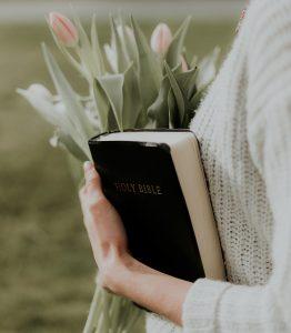 Lee más sobre el artículo En medio del dolor la Biblia fue mi auxilio